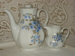 Mindkét oldalán kék virágos porcelán kancsó és kiöntő együtt eladó