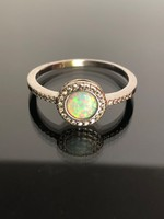 Káprázatos ezüst gyűrű opál kővel