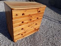 Eladó egy CLAUDIA 4 fiókos fenyő komód.  bútor szép, újszerű állapotú.
