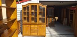 Eladó egy  nagy méretű tölgy tálaló   szekrény. Bútor szép állapotú.