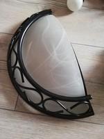 Fehér tejüveg búrás félkör fali lámpa hangulat világítás díszes vas keretben
