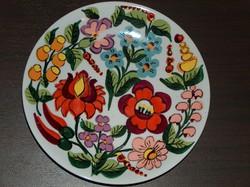 Népművészeti kézzel festett tányér, fali tányér