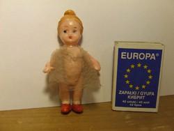 Régi antik mini, miniatűr baba eredeti ruhájában-babaház méretű