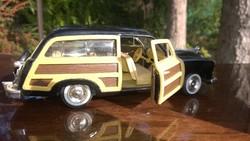 Akció ! Ford Woody Wagon 1949 1:24 lemezautó-modell-makett