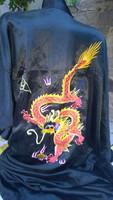 Fekete selyem  köntös himzett sárkány motívummal XL-XXL