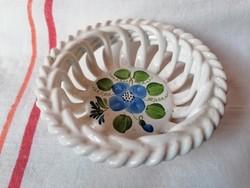 Herend áttört mintás kosárka kézzel festet (nem Herendi porcelán,csak Herenden készült)