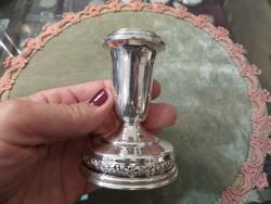 Alacsony ezüst gyertyatartó