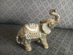 Nagyon szép, szerencsehozó elefánt