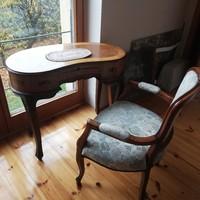 Csodás, ritka hibátlan vese alakú íróasztal fotellal