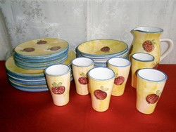 6 személyes Hódmezővásárhelyi kézzel festett alma mintás kerámia majolika étkészlet és boros készlet