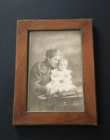 Anya gyermekével. Jelzett, antik, vintage fotó, kép + keret (műtermi fotó: Strelisky 1906) eladó