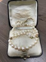 Régi igazgyöngy nyaklánc 14K arany szerelékkel és arany gömbökkel