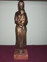 Kiss Lenke: Anya gyermekével Bronz szobor