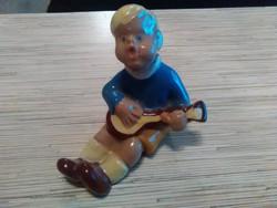 Régi Komlós kerámia kisfiú gitárral