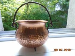 Lábas kalapált vörös réz díszbogrács kaspó kovácsolt vas fogóval