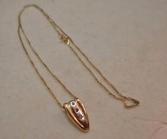 Nagyon szép arany nyakék gyémántokkal