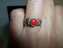 Egyedi szép ezüstgyűrű valódi korallal