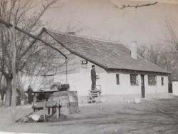 Régi fotó vintage vidéki életkép gémeskút fénykép 2 db