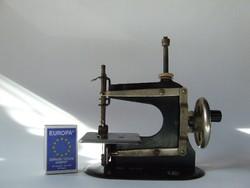 Régi mini, miniatűr játék varrógép