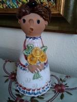 Jelzett kerámia csengettyűs lány virágokkal!