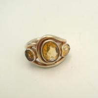 Ezüst gyűrű aranysárga topáz kövekkel 925-ös