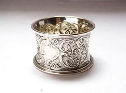 Pazar,kézzel vésett,cizellált,rokokó stílusú ezüst szalvétagyűrű.