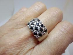 Szépséges kézműves  ónix és fehér zafír köves ezüstgyűrű