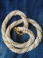 Sodronyszerűen kialakított gyöngy nyaklánc