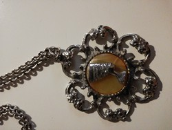 Vintage nyaklánc medállal, Nofretete fejjel, köves hárréren