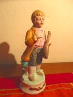 Porcelán mandolinos fiú figura