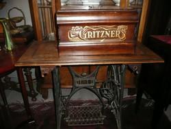 Csodaszép, működőképes, intarziás antik kb. 120 éves GRITZNER varrógép lakás dísznek