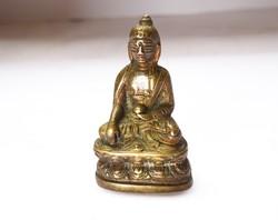 Kisméretű aranyozott bronz Buddha szobor.