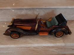 Oldtimer autó,fából