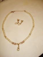 Gyönyörű ékszer gyöngy nyaklánc és fülbevaló aranyozott strasszköves díszítéssel