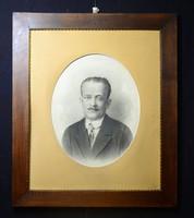 Politúrozott antik képkeret, férfi arcképpel, eredeti paszpartuval
