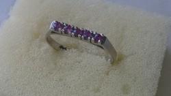 Fehérarany 14 karátos gyűrű kis rubin kövekkel díszítve