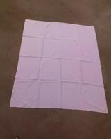 Egyszerű kocka mintás damaszt asztalterítő 140 x 109
