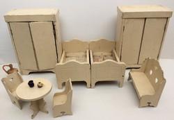 Régi fa bababútor népi stílusú babaszoba hálószoba játék bútor fajáték