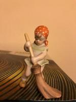 Herendi porcelán söprögető kislány figura kiváló állapotban!
