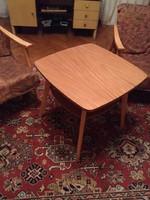 Retró fotel és asztal