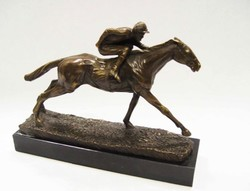 Jockey lovon- zsoké lovon bronzszobor