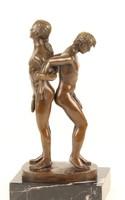2 meztelen férfi egymásnak háttal- erotikus akt  bronzszobor
