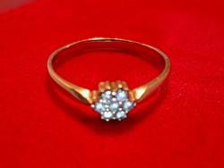 Nagyon szép arany gyűrű fehér kövekkel