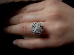 Szikrázó szépség:40 db gyémánt 0.80ct 585/14kr.arany.Mester jegyes