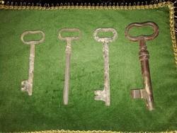 4 db antik kulcs egyben