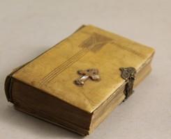 Réz csatos kagylóberakásos imakönyv 1889-ből G74
