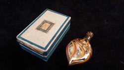 Régi parfümös üvegcse dobozában