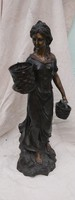 Csodálatos bronz szobor. Nő kosarakkal. 65 cm
