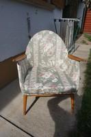 Felújított retró kagyló fotel eladó.