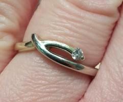 Gyémánt köves modern fazonú ARANY gyűrű (14 kt fémjelzett)